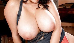 Le fige con il seno grande