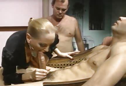 Retro gattina adora il sesso anale