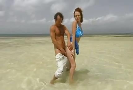Sesso con donna rossa in vacanza