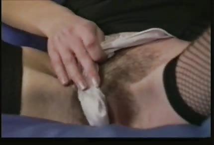 Il ditino bagnato è nella sua fica