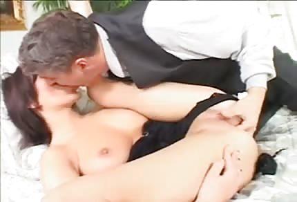 La mora in tacchi a spillo adora il sesso anale