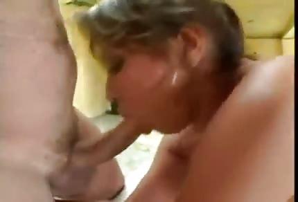 La masturbazione anale e la trombata hard