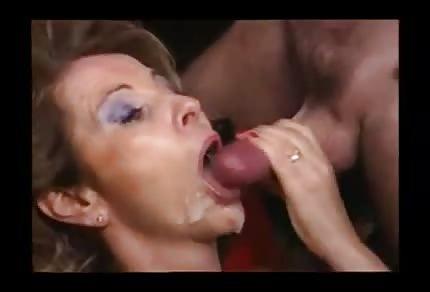 La compilation delle eiaculazioni sulle facce delle mammine