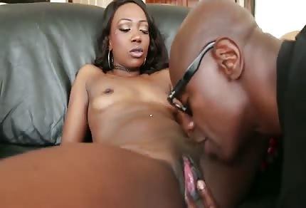 La negra cavalca il suo uomo