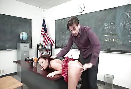 Amara Romani trombata dall'insegnante