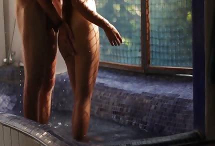 Il classico numero sotto la doccia