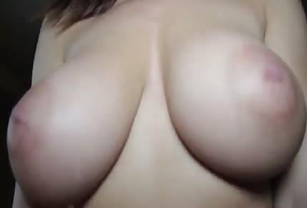 L'amatoriale con le sexy tette naturali