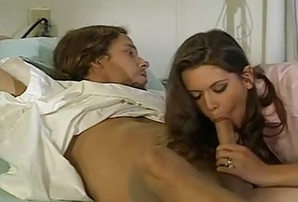 Ha leccato precisamente il cazzo al paziente
