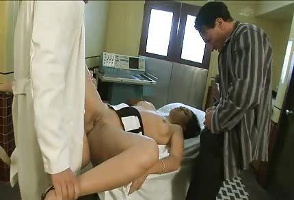 Il dottore, l'infermiera e il paziente il triangolo caldo