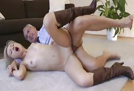 La bionda si dà al vecchio