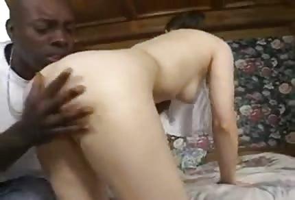 La figa bianca cavalca il negro