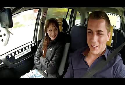 Il tassista parte per la conquista della città