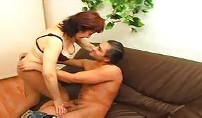Armando scopa la donna matura