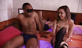 Il negro scopa la bella prostituta