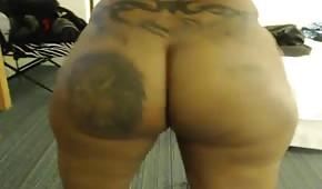 La cioccolatina cicciottella davanti alle sex webcam