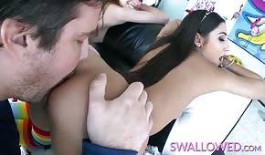 Il ragazzo leccato due ragazze divine