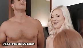 Farcirz muove due donne sexy