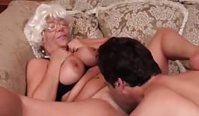 La nonna è leccata dopo un pip