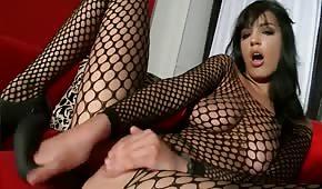 Masturbazione anale sul divano