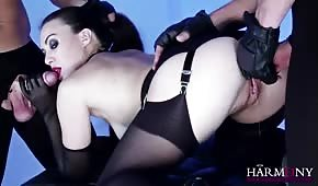 Ostre porno z czarnowłosą suczą