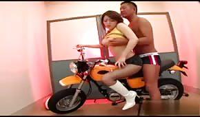 Sesso in moto con asiatici