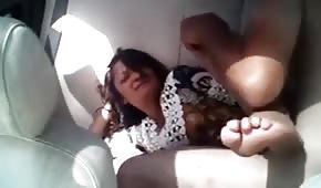 Piedi freddi di una signora scopata in macchina