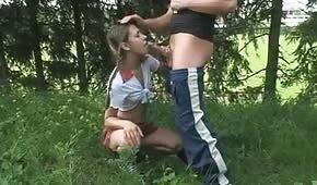 Giochi orali con un giovane adolescente