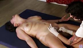 Le piaceva la figa bruna nuda