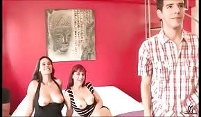 Sesso di gruppo con due donne spagnole