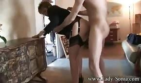 Un ragioniere maturo vuole fare sesso con un giovane