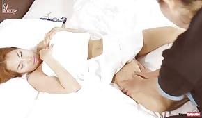 Ha massaggiato il corpo di una donna giapponese matura