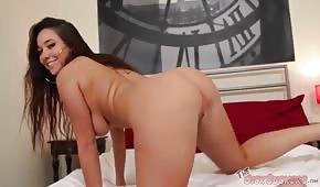 La sexy Karlee Grey ha un culo solido