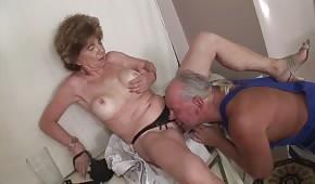 Porno orale con una moglie matura