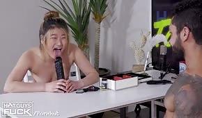 Gioco porno con una ragazza bionda