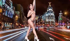 Ballerina sexy che fa uno spogliarello