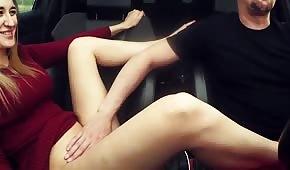 Ha segnato una bella bionda in macchina