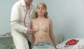 La paziente dai capelli rossi si è data al dottore
