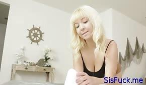 Il culo specifico di una ragazza dai capelli bianchi