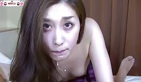 Carina ragazza asiatica ama masturbarsi un cazzo di