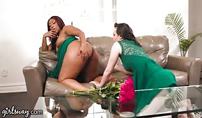 Ha leccato i buchi di una ragazza nera mega sexy