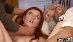 Il vecchio era arrapato per la ragazza rossa