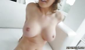 La rossa di Krissy Lynn ha delle curve eccellenti